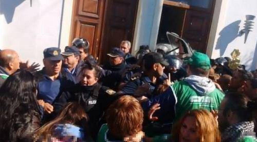 Represión y muerte en la protesta de los estatales de Chubut