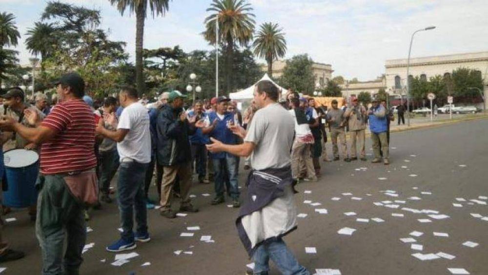 Trabajadores le coparon la Municipalidad a intendente de Cambiemos
