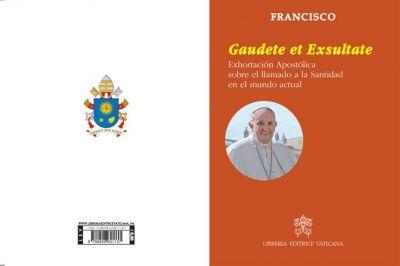 En un nuevo documento sobre la santidad, el Papa responde a sus críticos