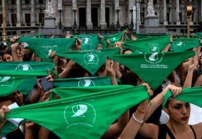 Aborto: La solicitada de los intelectuales, periodistas y artistas a favor de la despenalización