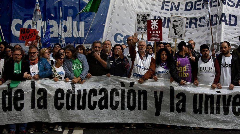 Paran los docentes universitarios por aumento salarial y mayor presupuesto