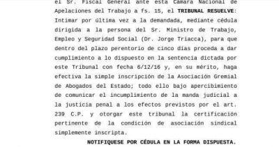 Ultimatum judicial a Triaca, que se niega a inscribir a un gremio