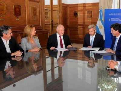 Lifschitz firmó convenios para obras hídricas clave