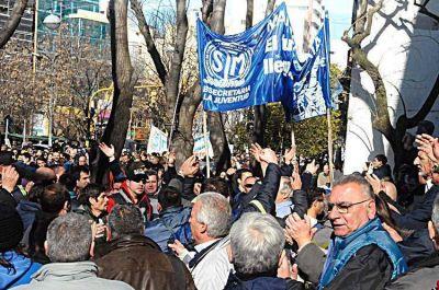 Pagaron deuda con prepaga y los municipales levantaron una movilización