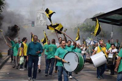 Taxistas ratificaron la unidad en acción contra UBER