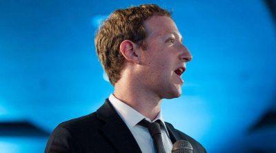 Zuckerberg se disculpa por bloquear contenido católico en Facebook