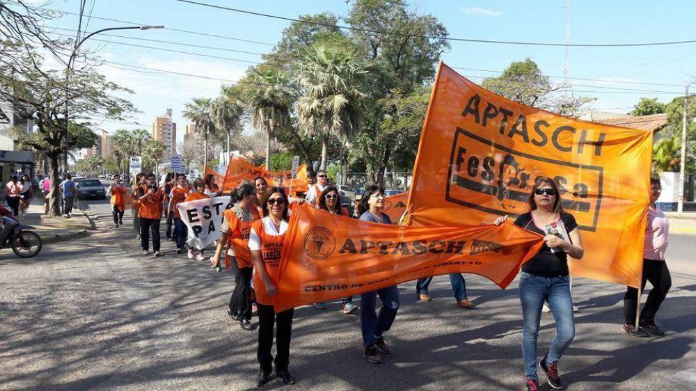 Profesionales de la salud paralizan hospitales públicos de Chaco y La Rioja