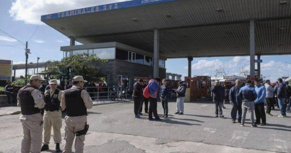 Bloquean el puerto de Mar del Plata por la muerte de un estibador