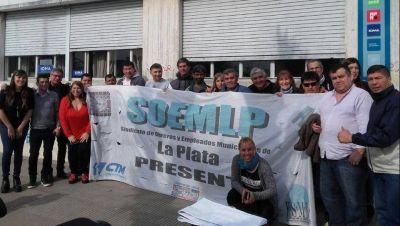Municipales denuncian que fueron excluidos de la paritaria y marchan a la Comuna