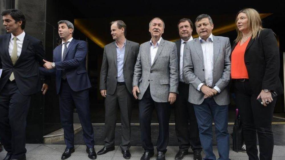 Con el PJ partido, los gobernadores buscan reelegir y se refugian en sus provincias