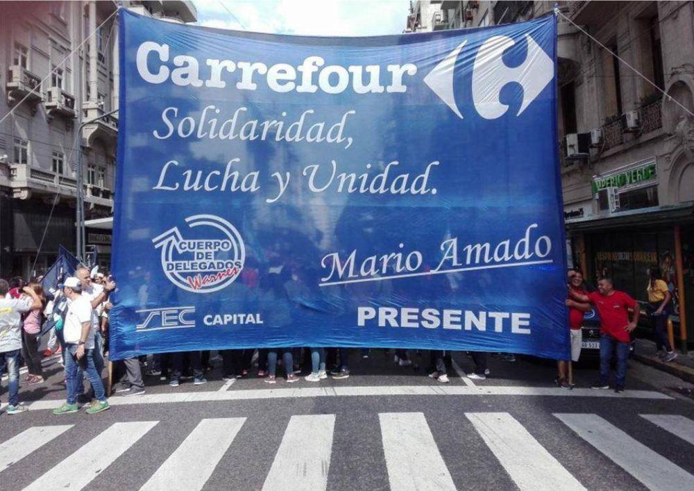 Mientras arde la interna de Comercio, Triaca se involucra personalmente en el dilema Carrefour