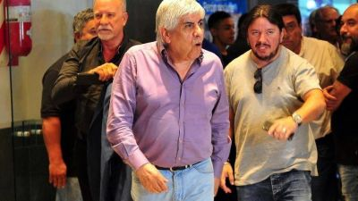 Los aliados de Hugo Moyano le piden que dé pelea por la CGT