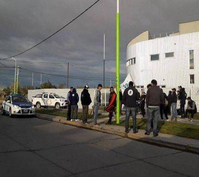 Manifestación frente a las oficinas de YPF
