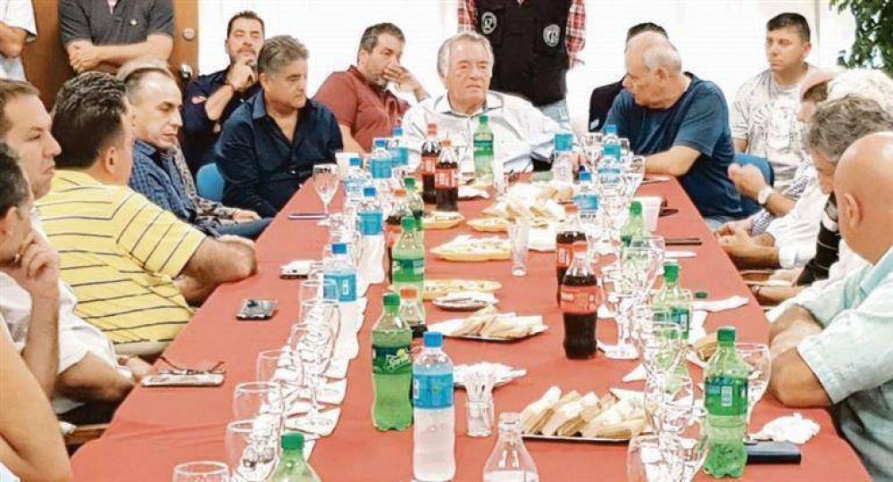 """Barrionuevo, unido a Moyano, usa el partido para debilitar a los """"gordos"""" en la futura CGT"""