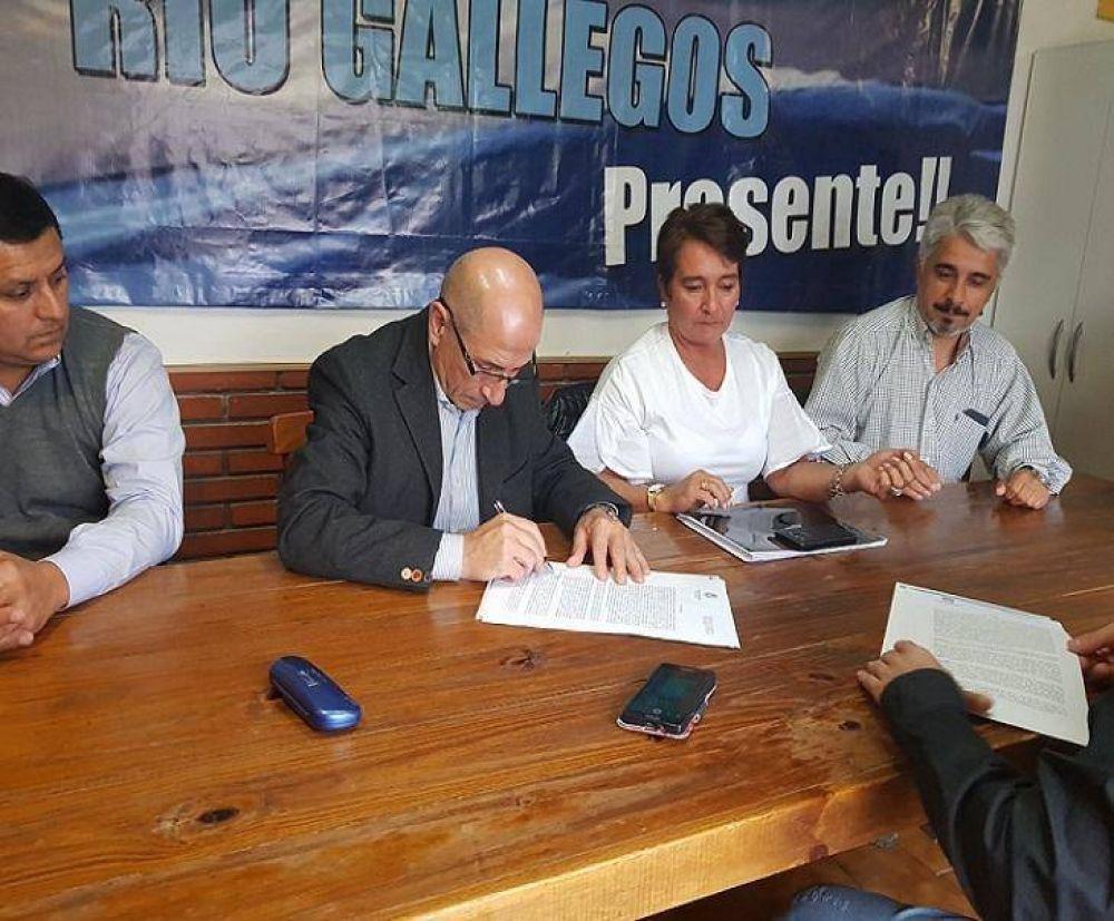 La Mutual de Petroleros Jerárquicos recibió terrenos por parte del IDUV en Río Gallegos