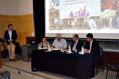 La Facultad de Ingeniería firmó un convenio con la empresa china Huawei para capacitación de docentes y alumno