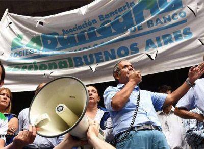 Bancarios: negociaciones del gremio con las cámaras pasaron a cuarto intermedio hasta el martes