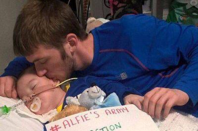 """ENTREVISTA al padre de Alfie Evans: El Papa me dijo: """"a ningún niño se le debe quitar la vida"""""""