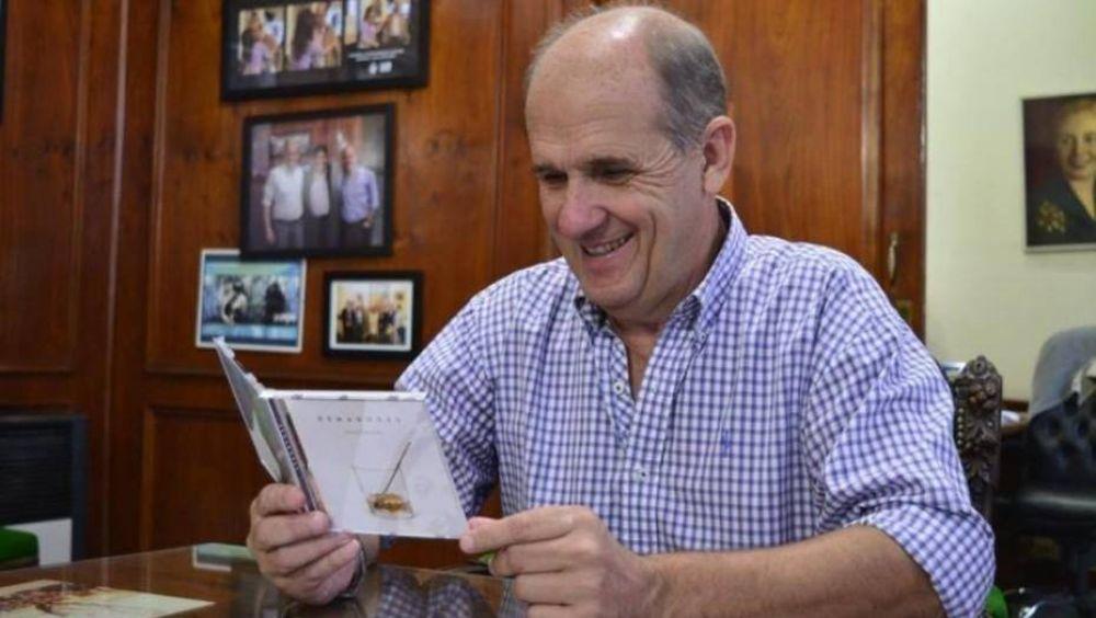 El intendente K que rompió el techo de la paritaria en Provincia: 32,5% de aumento