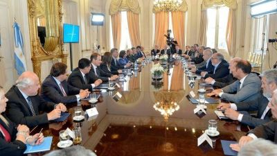 Gobernadores en alerta por el plan oficial para amortiguar la suba de tarifas