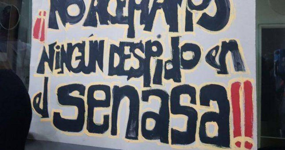 Paros y rebelión en el Senasa por los despidos