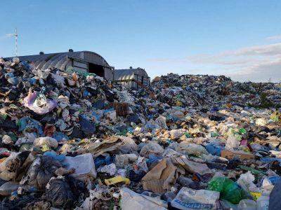 Dolores tapada de basura: renunció el titular de medio ambiente y piden la intervención de la Provincia