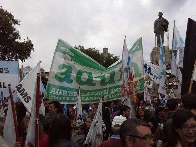 Docentes universitarios e investigadores del Conicet marchan contra los ajustes