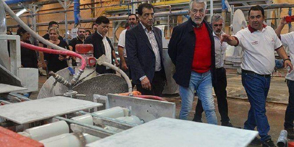 Con una cooperativa de trabajadores, cerámica San Luis vuelve a producir y vender