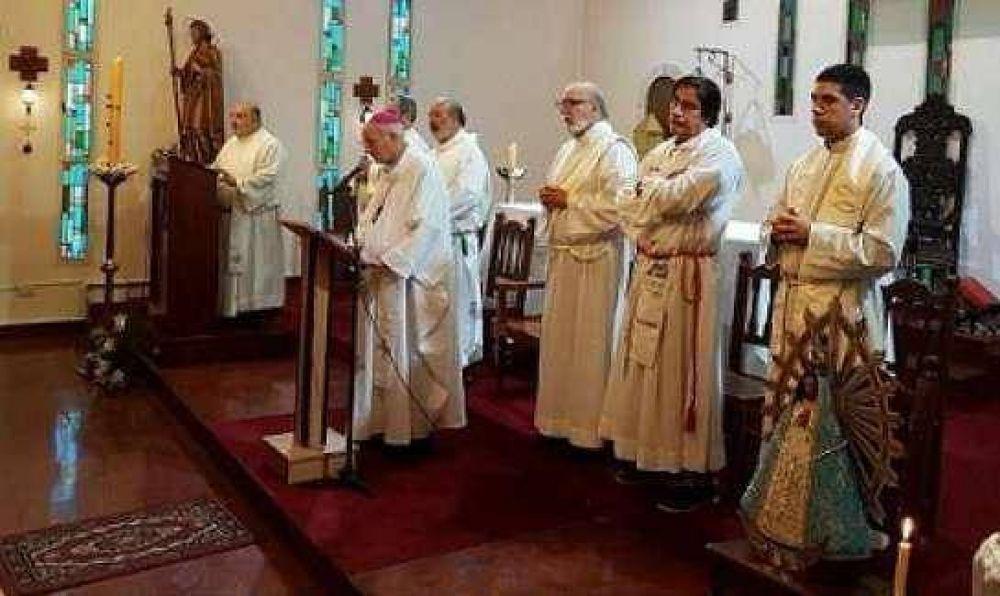 Mons. Lugones animó la tarea de los dirigentes sindicales y sociales