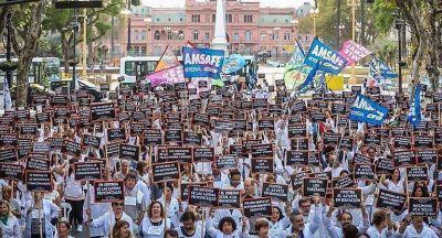 Docentes: sentada, pedido de audiencia a Macri y revés judicial