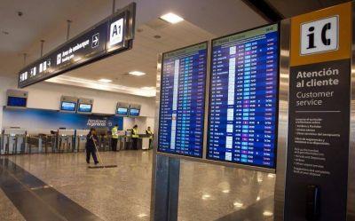 Amenazan los gremios aeronáuticos con paralizar los vuelos para el finde largo