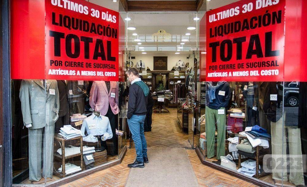 Cada vez cierran más comercios por la caída del consumo, el tarifazo y los altos alquileres