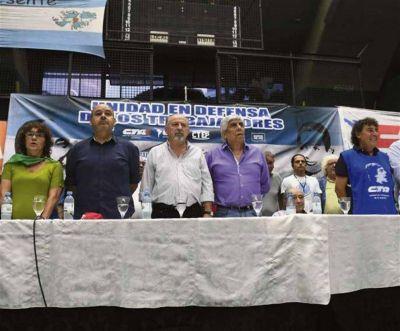 Moyano renovó sus críticas al Gobierno y busca apoyos para impulsar un paro general