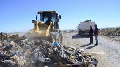 Arrojaban basura en la meseta y los multaron