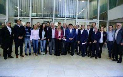 Magario e Insaurralde encabezan debate sobre seguridad de intendentes peronistas