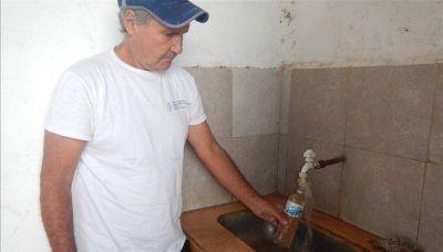 Otra vez el agua turbia motivó amargas quejas de los vecinos