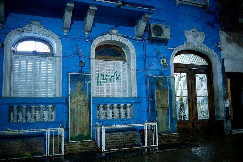 Ponen en venta la histórica sede de la Uocra y retiran los bustos de Perón y Eva