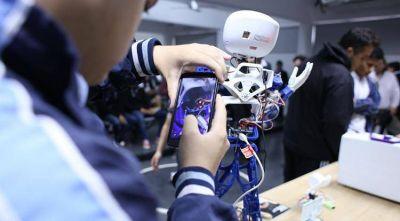 Enseñan a fabricar robots reciclando basura electrónica