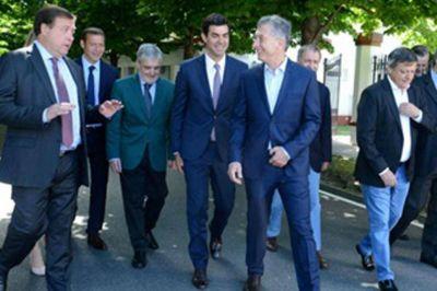 Convocaron a los gobernadores peronistas para reunirse con Macri