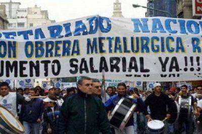 Metalúrgicos rompieron el techo salarial del gobierno y cerraron un acuerdo de 18,5% de aumento