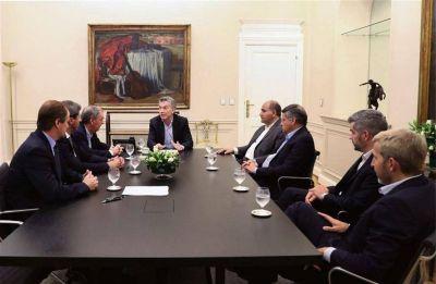 Macri recibió a gobernadores peronistas y les prometió que mantendrá las obras públicas
