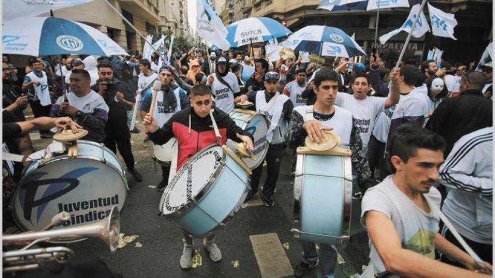 Gremios del transporte y parte de la CGT marchan por tarifas y contra el FMI