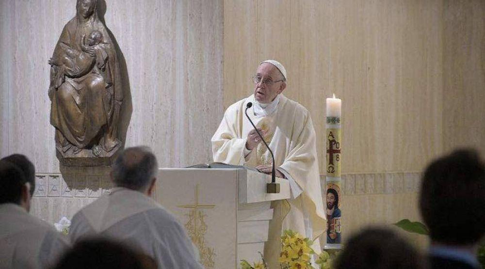 """Incluso al que se aleja o traiciona, Dios le sigue llamando """"amigo"""", dice el Papa Francisco"""