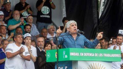 Por escrito, Hugo Moyano pidió 27% de aumento para los camioneros
