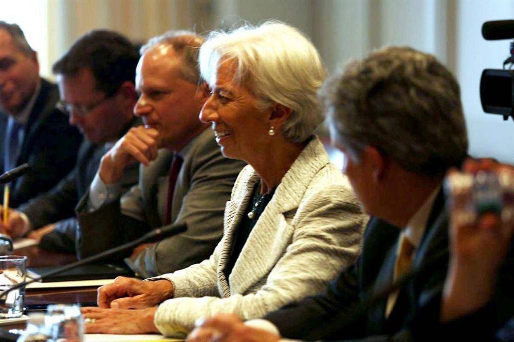 La receta laboral del FMI: facilitar despidos, limitar convenios y subir Ganancias
