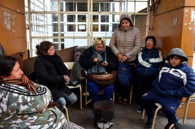 Se mantiene el acampe en Desarrollo Social: se encadenó una cooperativista