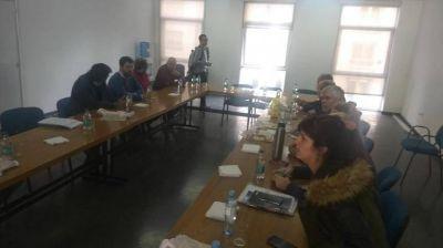 Intendentes piden que las empresas de energía asuman la contribución de 6% en discusión