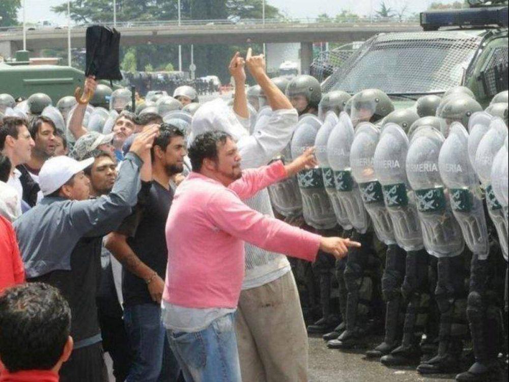 """Represión en Cresta Roja: """"Dejaron en la calle a más de 800 trabajadores"""""""