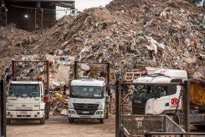 Cómo funciona por dentro la enorme planta en la que se recicla el 40% de los residuos de la Ciudad