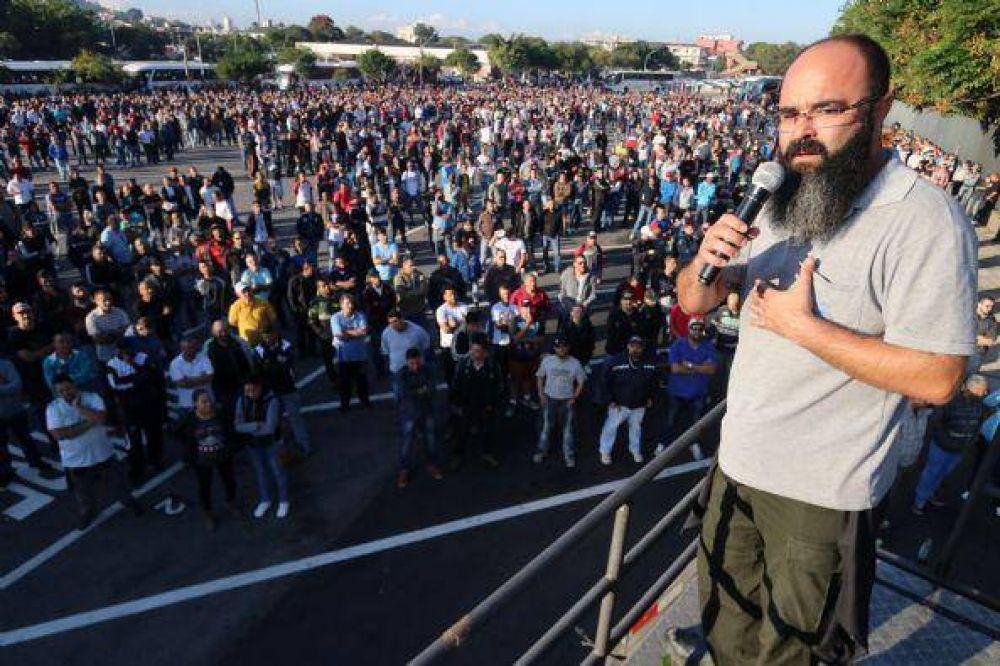 Brasil: Trabajadores de Mercedes- Benz en huelga